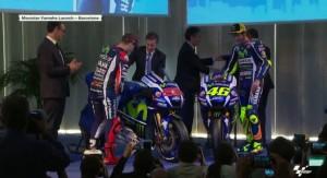Guarda la versione ingrandita di Valentino Rossi – Jorge Lorenzo: stretta di mano ma…FOTO