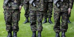 Vegano si rifiuta di indossare anfibi: esercito lo caccia
