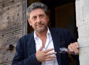 Guarda la versione ingrandita di Sergio Castellitto vs Checco Zalone: