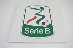 Guarda la versione ingrandita di Como - Vicenza, il logo della B nella foto LaPresse