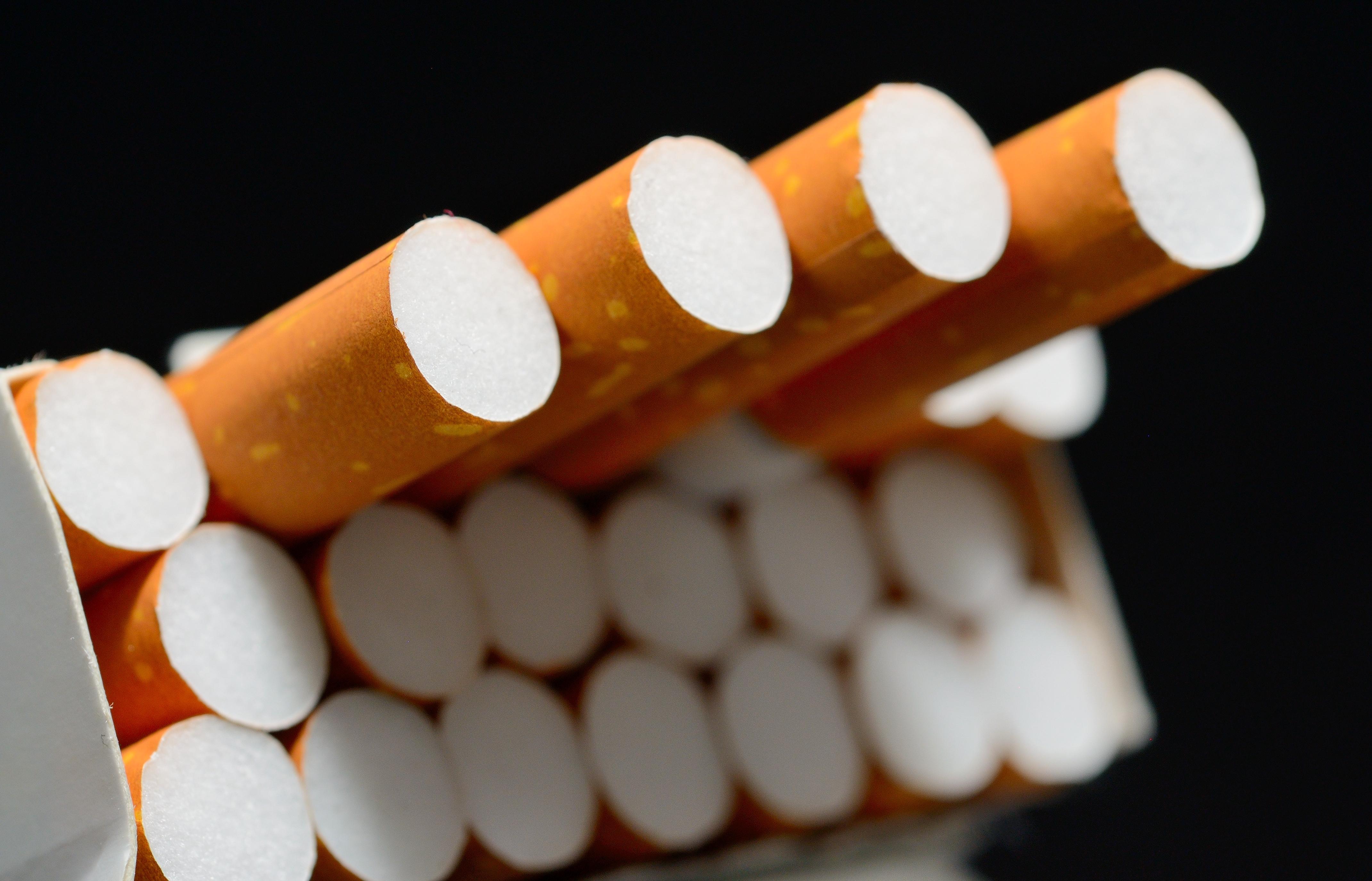 Risultati immagini per sigarette