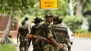 Soldati a New Delhi