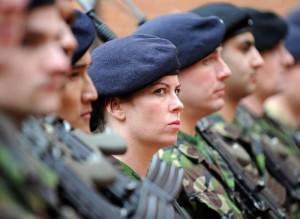 """Roma, """"Da noi saresti una p..."""" Aggredita una soldatessa (foto Ansa)"""