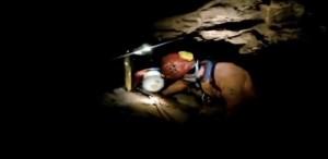 YOUTUBE Serle: speleologa intrappolata in grotta e liberata