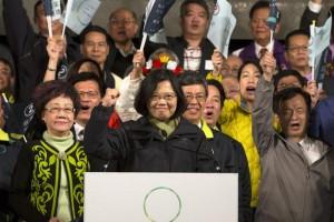 Taiwan, vince Tsai Ing-wen: prima presidente donna (foto Ansa)
