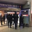 Roma, paura Stazione Termini: uomo armato, ma era giocattolo03