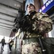 Roma, paura Stazione Termini: uomo armato, ma era giocattolo07