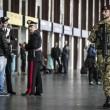 Roma, paura Stazione Termini: uomo armato, ma era giocattolo08