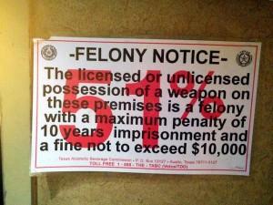 Guarda la versione ingrandita di Texas, al ristorante con pistola. Chef: così ubriachi armati