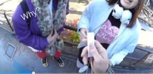 Baciare una ragazza a Tokyo grazie al traduttore