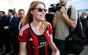http://www.lastampa.it/2016/01/16/sport/calcio/qui-milan/spallata-di-barbara-berlusconi-a-galliani-occorre-un-ricambio-generazionale-lPXjV3tUl0rAqhSnMbADbJ/pagina.html
