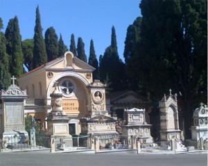 Guarda la versione ingrandita di Verano, scandalo cappella fatiscente venduta a 245mila€