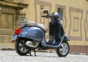 Guarda la versione ingrandita di Genova si arrende alle...Vespe. Bel marchio non lava gas