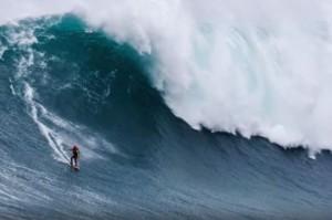 YOUTUBE Cavalca onda di 18 metri: è record italiano