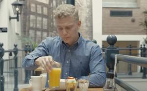 YOUTUBE Un mese senza zuccheri: la sfida di Sacha Harald