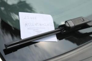 Corda e bigliettino, le ultime tecniche per rubarti auto