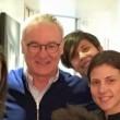 dentista Daniele Puzzilli nello studio dell'Eur. Per lui un'accoglienza con i fiocchi: tutto lo staff medico infatti ora tifa per l'ex cenerentola Leicester al punto da farsi un megaselfie tutti insieme. Lo scatto è finito su Instagram e conferma che a mister Ranieri, all'ombra del Colosseo, è tornato il sorriso.