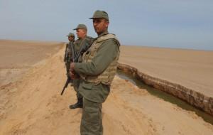 Guarda la versione ingrandita di FOTO della barriera fra Tunisia e Libia anti Isis