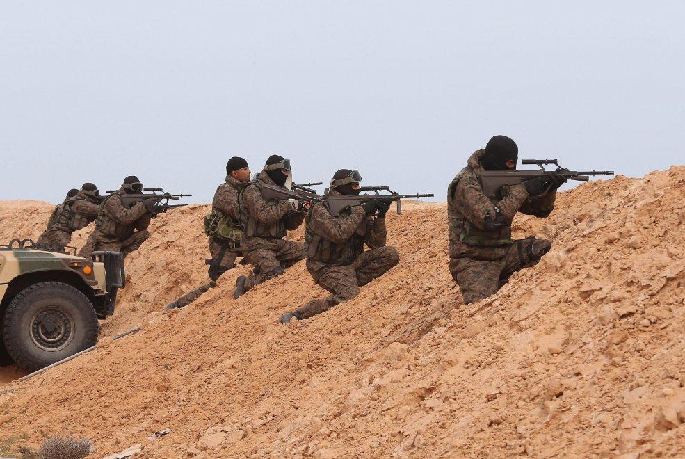 FOTO della barriera fra Tunisia e Libia anti Isis 03