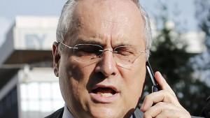 "Le Iene a Claudio Lotito: ""Paga le tasse?"". E lui..."