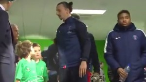 "YOUTUBE Ibrahimovic sgrida bambino: ""Non fare il furbo"""