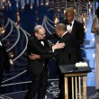 YOUTUBE Leonardo DiCaprio vince Oscar, la sua reazione 04