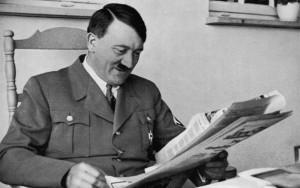 """Adolf Hitler, """"lo aveva piccolo e deforme"""". Libro racconta.."""