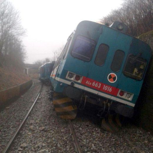 Maltempo: treno deraglia a Biella, un morto in Calabria