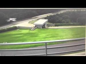 Guarda la versione ingrandita di Aereo atterra su strada per guasto a turbina VIDEO, FOTO