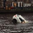Auto va sott'acqua mamma e figlio salvi per miracolo16