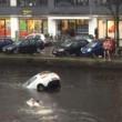 Auto va sott'acqua mamma e figlio salvi per miracolo12