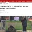 Cina, figlio inginocchiato davanti ai genitori3