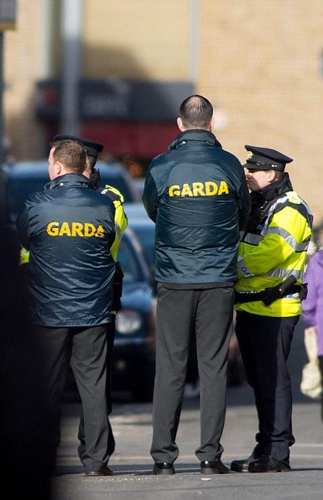 Dublino, funerale stole Casamonica del boss: fiori, carrozze e cavalli al rito funebre di David Byrne. 3
