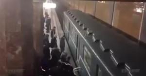 Epilettica sui binari: treno si ferma sopra, salva4