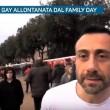 Family Day, coppia gay allontanata dalla polizia 2