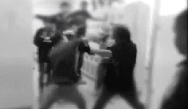 Fight Club segreto nel liceo, studenti si picchiano3