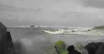 VIDEO Francia, anziani trascinati da onda gigante, salvi