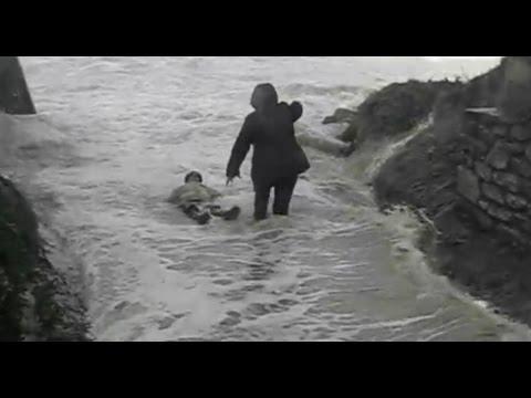 Francia, anziani trascinati da onda gigante, salvi3