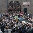 Funerale Umberto Eco, folla al Castello Sforzesco 09