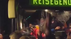 Germania, fermato e assalito bus con migranti2