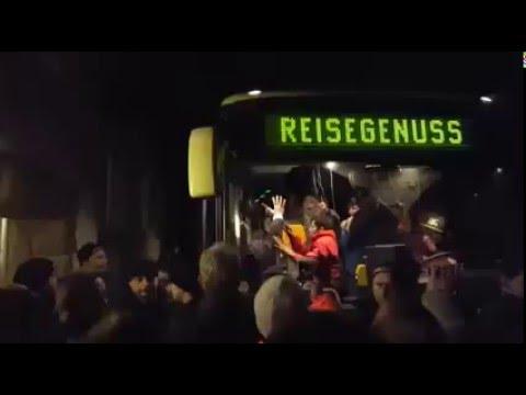Germania, fermato e assalito bus con migranti