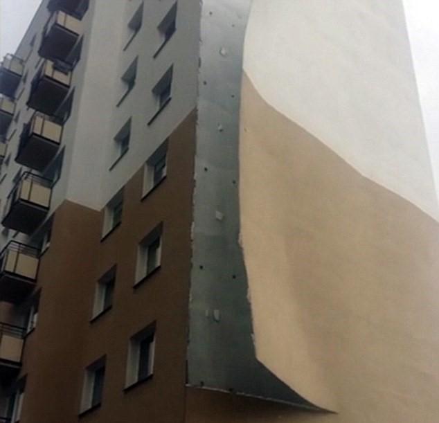 Intonaco esterno del palazzo spazzato via dal vento4