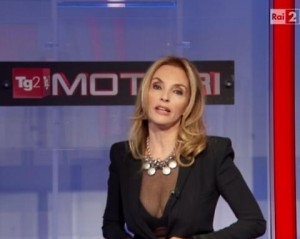 Tg2, Maria Leitner: la giacca stretta si apre e...