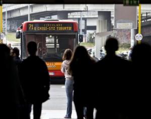 Metro e bus, 200 euro di multa per chi non paga biglietto (foto Ansa)