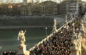 Guarda la versione ingrandita di Padre Pio, teca con spoglie a San Pietro: diretta VIDEO