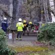 Pompieri salvano capra bloccata nella gola di montagna2