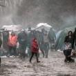 Profughi nel fango, combattono neve e gelo tra le baracche7