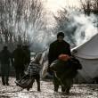 Profughi nel fango, combattono neve e gelo tra le baracche2