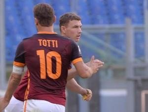 Guarda la versione ingrandita di Roma, Totti e Dzeko nella foto Ansa