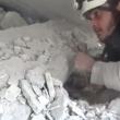 Siria, bimbo sotto le macerie: video choc del salvataggio 3